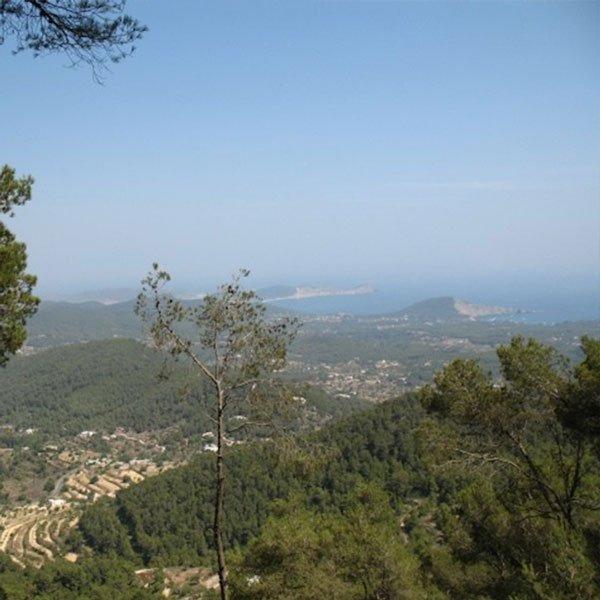 Tra le dieci attrattive migliori da fare di notte ad Ibiza... puoi salire fino alla cima di Sa Talaia