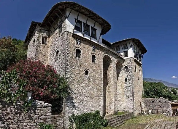10 luoghi in Albania che i turisti non conoscono Casa di Zekate