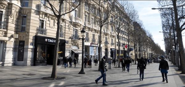 Visitare Parigi: champs elysee